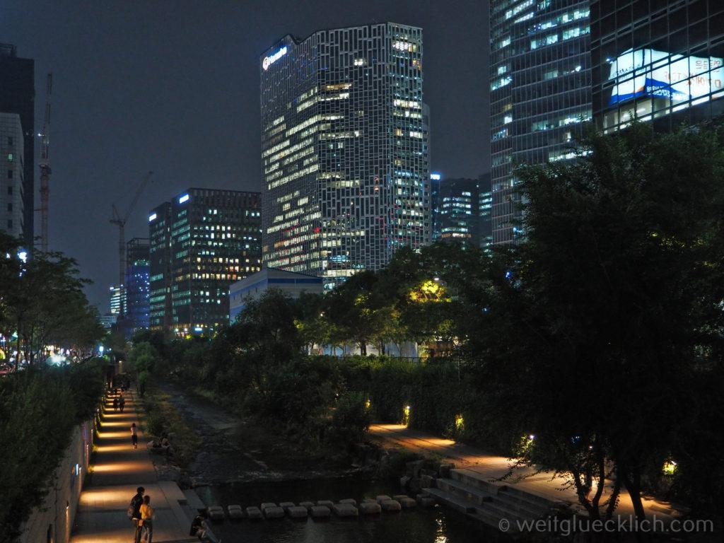 Weltreise 2020 Suedkorea Seoul Cheinggyecheon bei Nacht