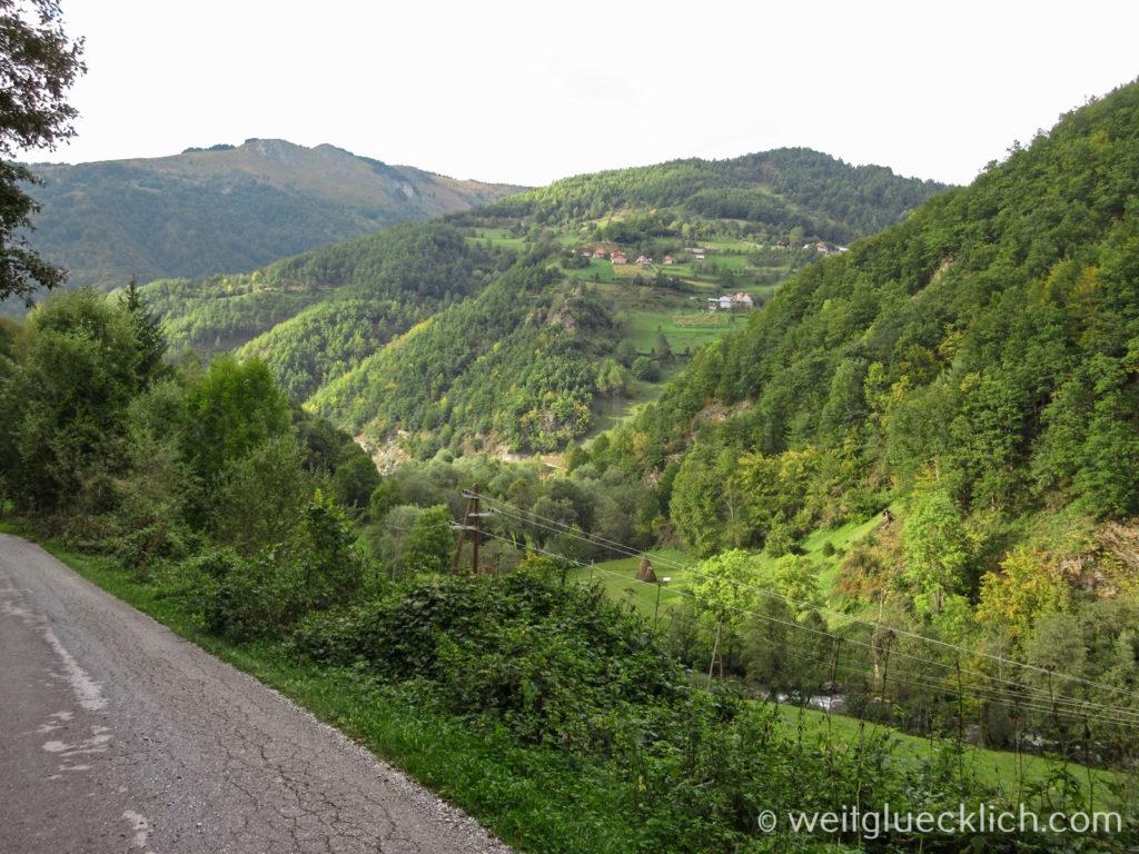 Peaks of the Balkans Montenegro Strasse Huegel Plav