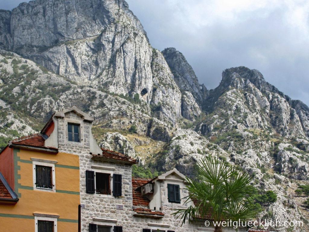 Montenegro Kotor Kuestenstrasse Berge
