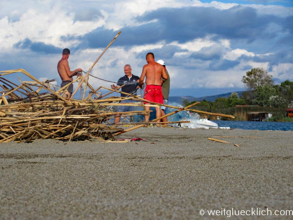 Montenegro Ulcinj Velika Plaza Ada Bojana Flussmuendung Fischer